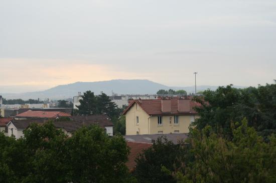 Residhome Appart Hotel Gergovia : vue sur les monts d'auvergne