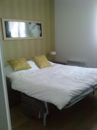 Residhome Appart Hotel Gergovia : le canapé/lit très confortable