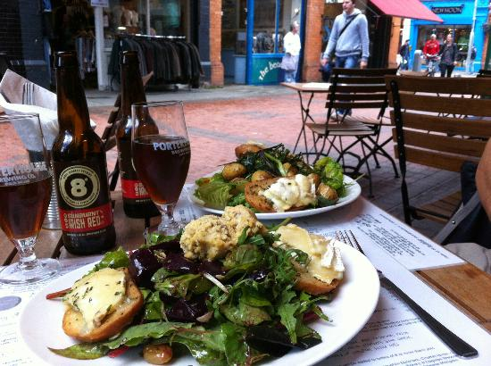 Jo'Burger Rathmines : salad and goat cheese