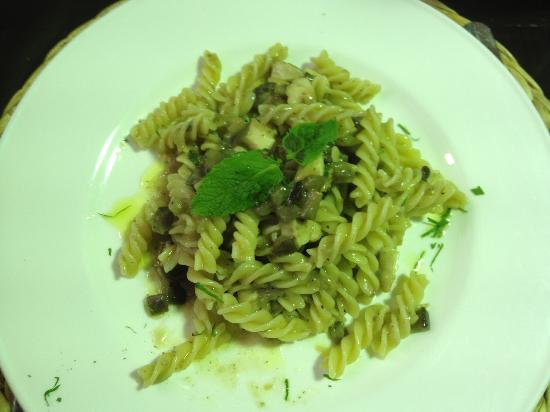 Enoteca Divinare: Fish and eggplant pasta - light and flavorful