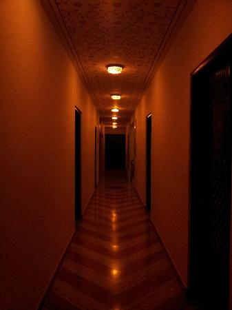 Siris 18: Inside the hotel
