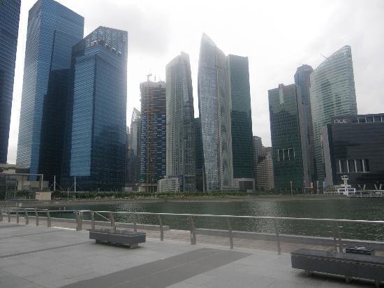 Marina Bay: Skyline with The Sails condominium