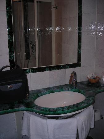 Inn Hotel : bagno
