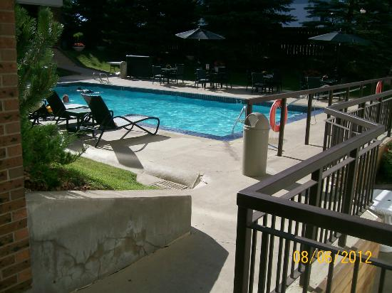 Hotel Blackfoot: Pool area with bar