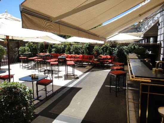 Gran Meliá Fénix: Martini Bar - Ourdoor