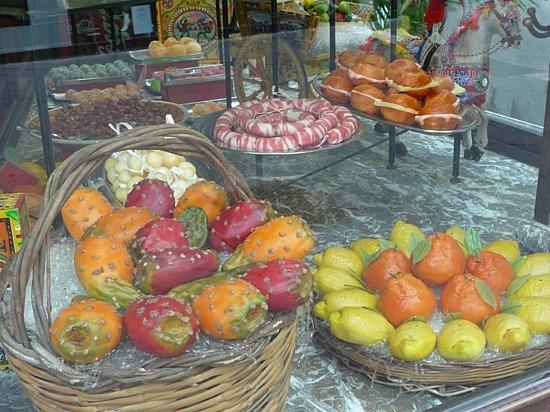 Il Girasole B&B: Buona frutta di marzapane