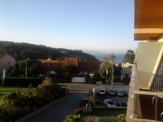 Hotel Spa Galatea: Se aprecia el mar a lo lejos desde el balcon de la habitación
