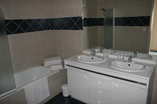 L'Hostellerie de Rennes-les-Bains: Visite de la salle de bain