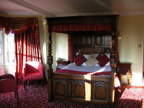 The Rising Sun Hotel: The four poster!