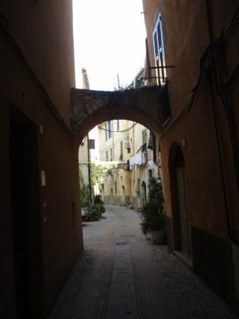 Torre Cepollini : Albenga streets