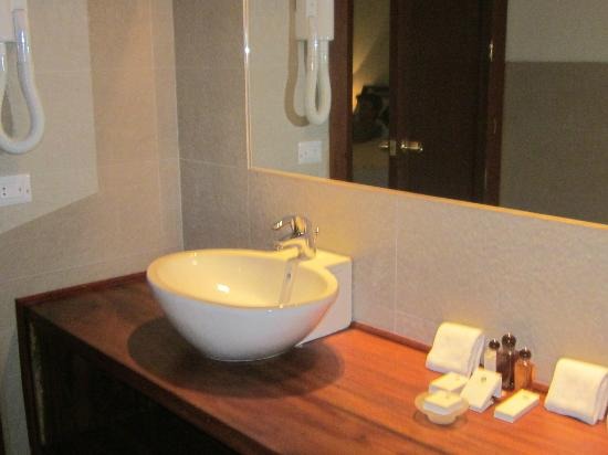 The Paradise Resort and Spa: bathroom