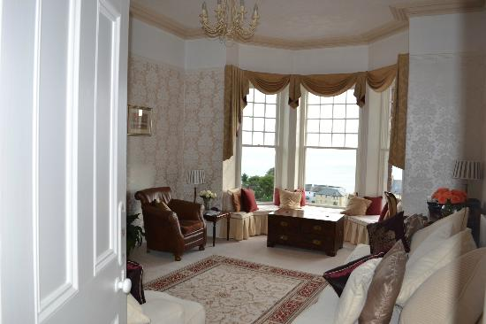 Highcliffe House : Living room