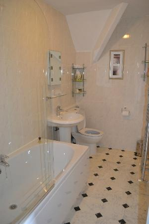 Highcliffe House: Chiselcombe bathroom