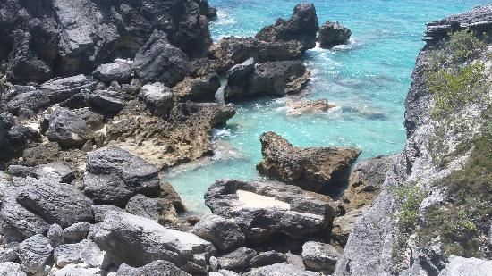 Horseshoe Bay Beach: Rocks in Horseshoe Bay Bermuda