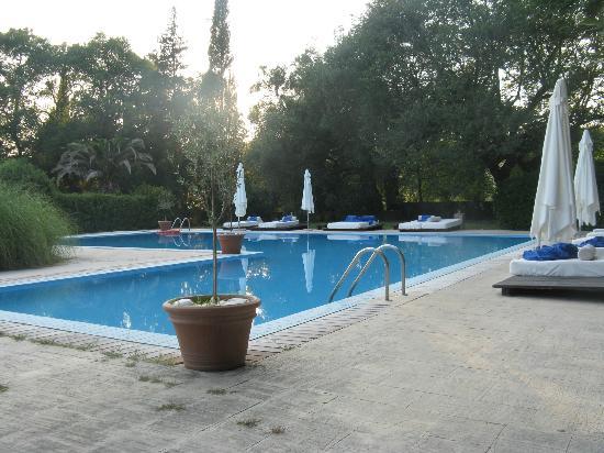 Pelecas Country Club: zwembad met fantastische ligbedden