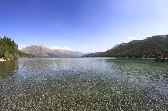Camping & Hostel Los Coihues: Lago Gutiérrez, a 300 metros del camping