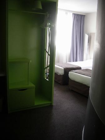 Campanile Bordeaux Centre -Gare Saint-Jean : Room first view
