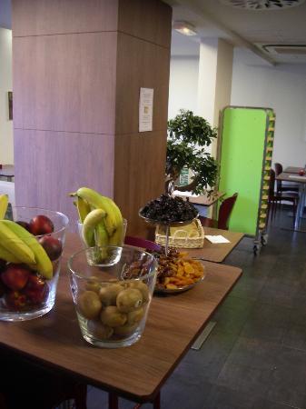 Campanile Bordeaux Centre -Gare Saint-Jean : Breakfast details