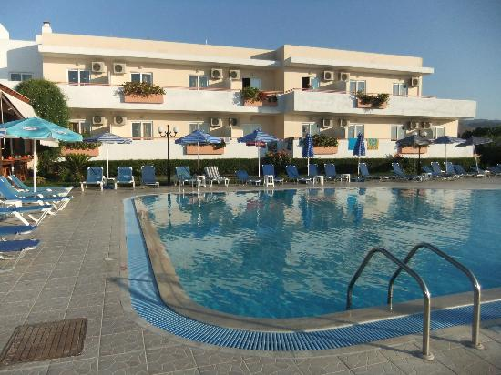 Mayflower Apartments: pool