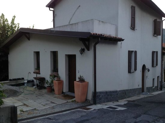 B&B Osteria Cattaneo: The entrance of the B&B