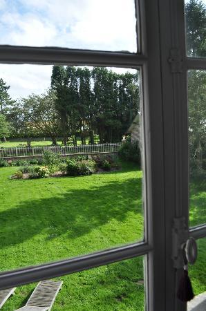 Le Clos des Hautes Loges: il giardino visto dalla finestra