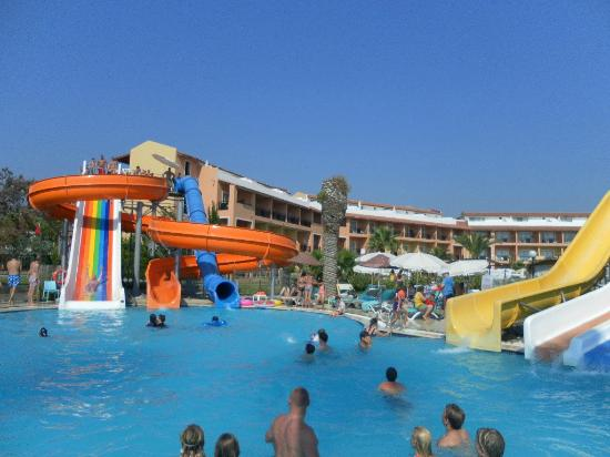 Ephesia Holiday Beach Club: piscine avec toboggans