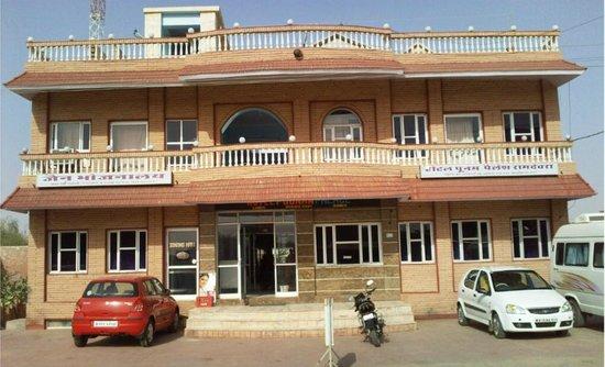 Hotel Poonam Palace, Ramdevra