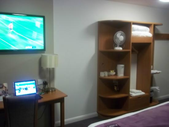 Premier Inn Ipswich North Hotel: Room