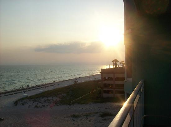 Wyndham Vacation Resorts Panama City Beach: Sunset on Balcony