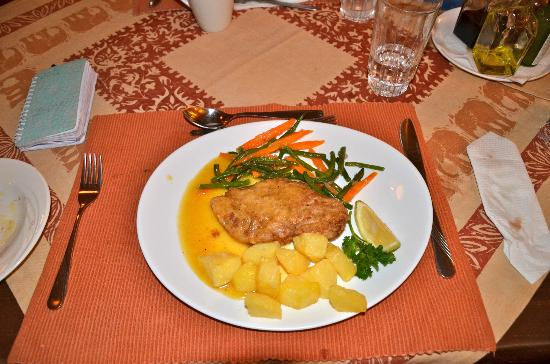 Mara West Camp: Chicaken dinner with orange sauce