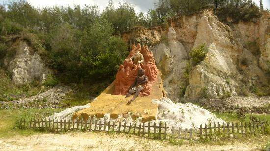Luliang Colored Sand Forest : Sand Sculpture I