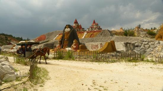 Luliang Colored Sand Forest : Sand Sculpture IV