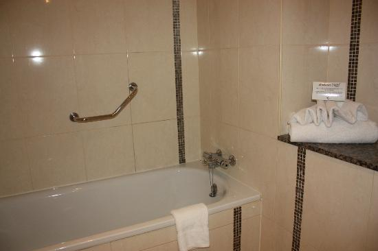Ardmore Hotel: baño
