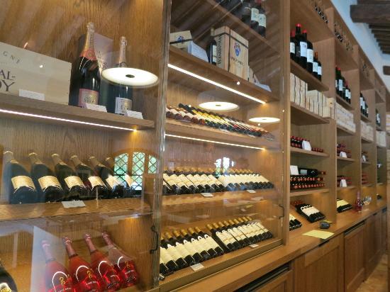 Weingut Avignonesi: Beautiful new store and facility