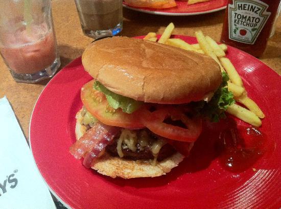Fridays Gran Via : Great burger!