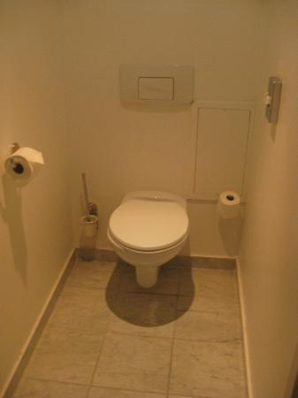 Sun Riviera Hotel: Separate toilet and bathroom