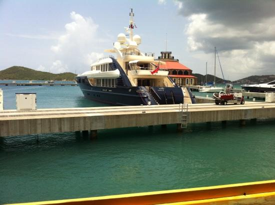 Fat Turtle: view of a yacht while eating