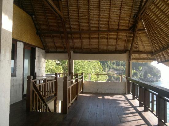 Bali Surf Villa: balcony (superior double room) 