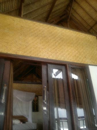 Bali Surf Villa: no ceilings (superior double room)