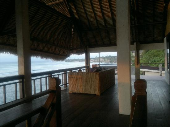 Bali Surf Villa: balcony (superior double room)