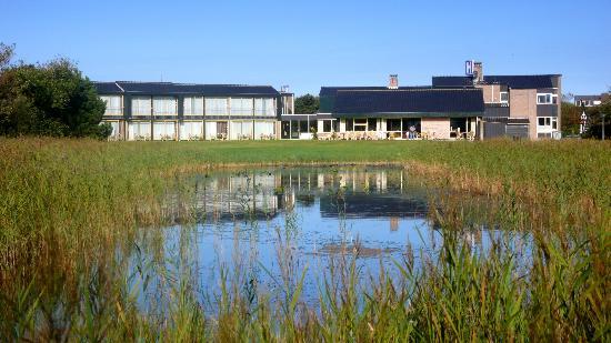 Strandhotel de Horn: Hotel mit Teichanlage