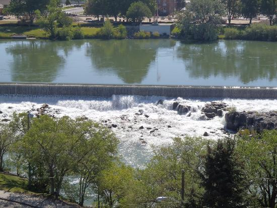Quality Inn & Suites: View of the Falls From Hotel