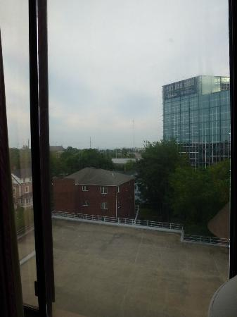 Amsterdam Hotel : Out the window from the 5th floor, nice gap in the pane.