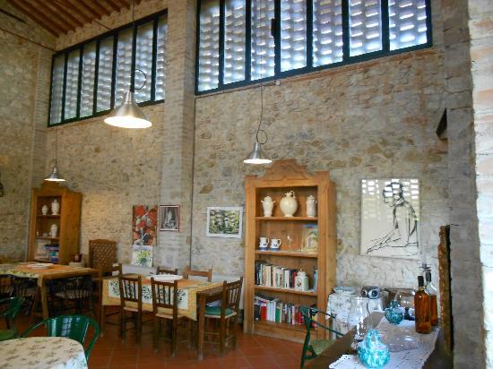 Agriturismo Santa Croce: Salão de café