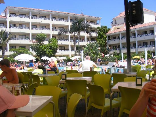 Aparthotel Parque de la Paz: outside dining area