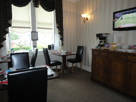 St Leonards Guest house : Breakfast room with views towards the Isle of Cumbrae