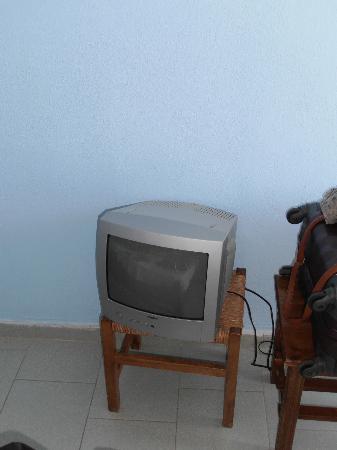 Hotel Stella Beach: tv appoggiata a uno sgabello