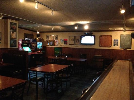 The Cellar Pub: Downstairs Tabels
