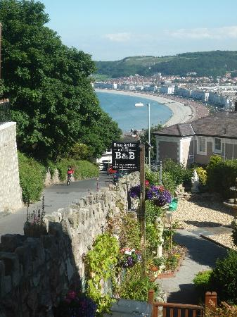 Bryn Arthur Guest House: View over LLandudno from Room 1