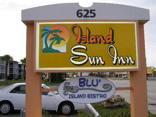 Island Sun Inn: Sign - out front on Tamiami Trail (at the right side)